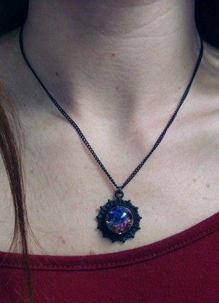 Kup mój przedmiot na #vintedpl http://www.vinted.pl/akcesoria/korale-wisiorki-naszyjniki/20948781-czarny-naszyjnik-z-kwiatami-rozowym-mchem-i-szklanym-grysem-w-zywicy