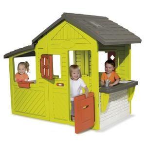 Une maison très spacieuse avec cuisine d'été et sonnette électrique. A partir de 2 ans. Garçon ou Fille