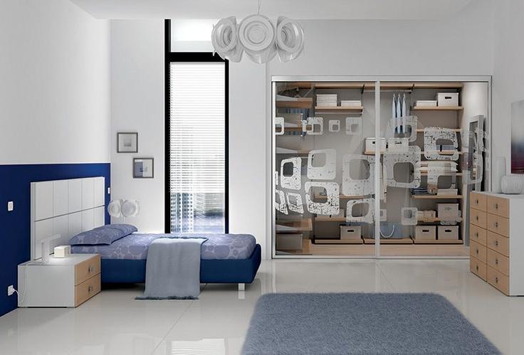 Arredamento camera letto matrimoniale sommier high in tessuto blu su piedi cromati club - Arredamento camera letto matrimoniale ...