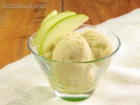 Gelato alla mela verde   Cookaround  Video ricetta del gelato alla mela verde, sfizioso e pungente, allo stesso tempo dolce e goloso. Un gelato deciso per chi ama il sapore della frutta sopra ogni cosa.