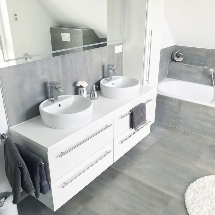 Instagram: wohn.emotion Landhaus Badezimmer bathroom modern grau weiß grey white