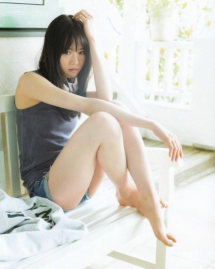 山崎怜奈さんのグラビア