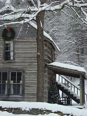 Oh how I love this: Old House, Farms House, Winter Cabin, Beautiful, Farmhouse, Rustic Christmas, Logs Home, Logs Cabin, Winter House