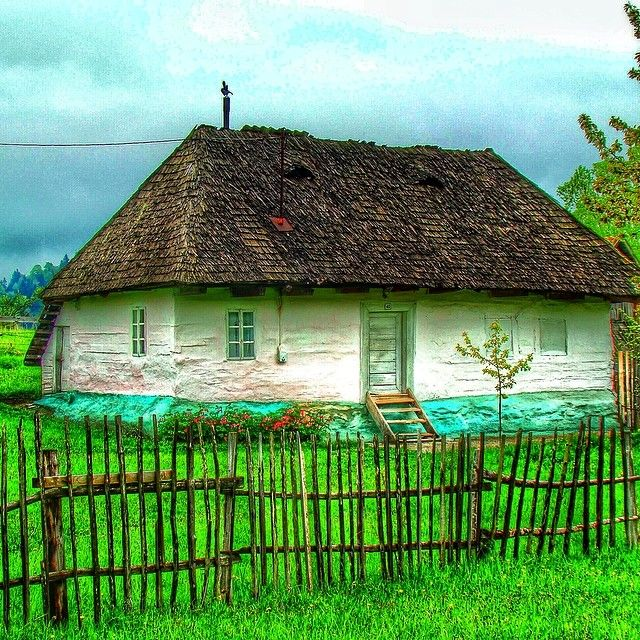 #Traditional #romanian #village house in #Fundata #Brasov. Shot with #sonynex5n