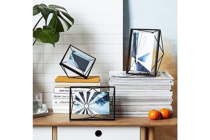 Met de originele fotolijst lijkt jouw foto te zweven tussen de glazen platen. #fotolijst #wanddecoratie #housewarming #interieur #cadeau #huisdecoratie