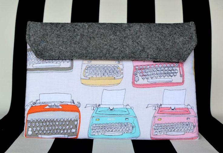 Typewriter. Etui na tablet  kopertówka. (proj. Maja Allure), do kupienia w DecoBazaar.com