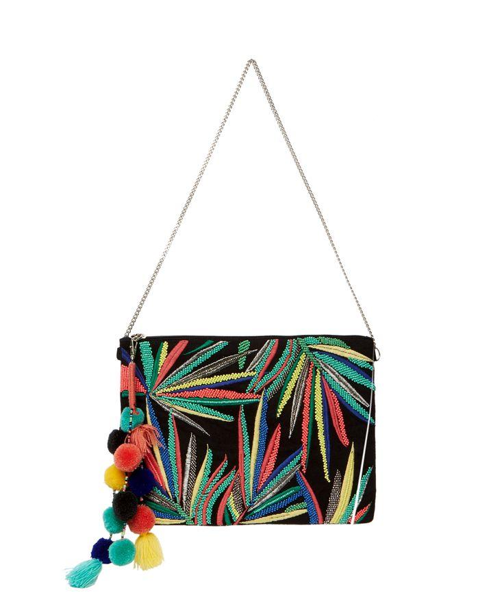 Une pochette chic pour compléter nos looks d'été! Entièrement brodée de perles, elle dessine des feuilles colorées et apporte une touche de pep's à notre look!    - Pochette  - Fermeture éclair  - Perles et sequins  - Feuilles  - Pompons  - Chaine amovible  - Multicolore    - Dimensions : 28 cm x21.5 cm