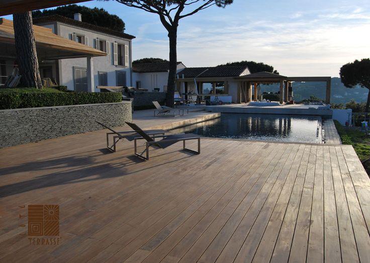Terrasse en bois sous le soleil couchant; la magie du bois ! Une