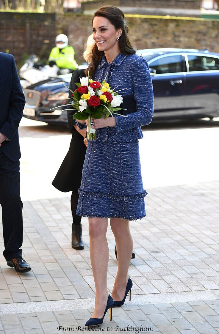 28,02,2017 Księżna Kate Debiuty Nowy Rebecca Taylor Sparkle kostiumu