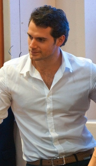 Want to just rip off that shirt and tackle him! Henry looking sooo damn good!!