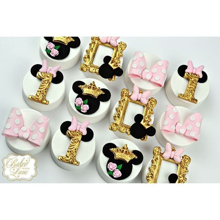 Royal Minnie Mouse chocolate covered Oreos for a little princess' 1st birthday…