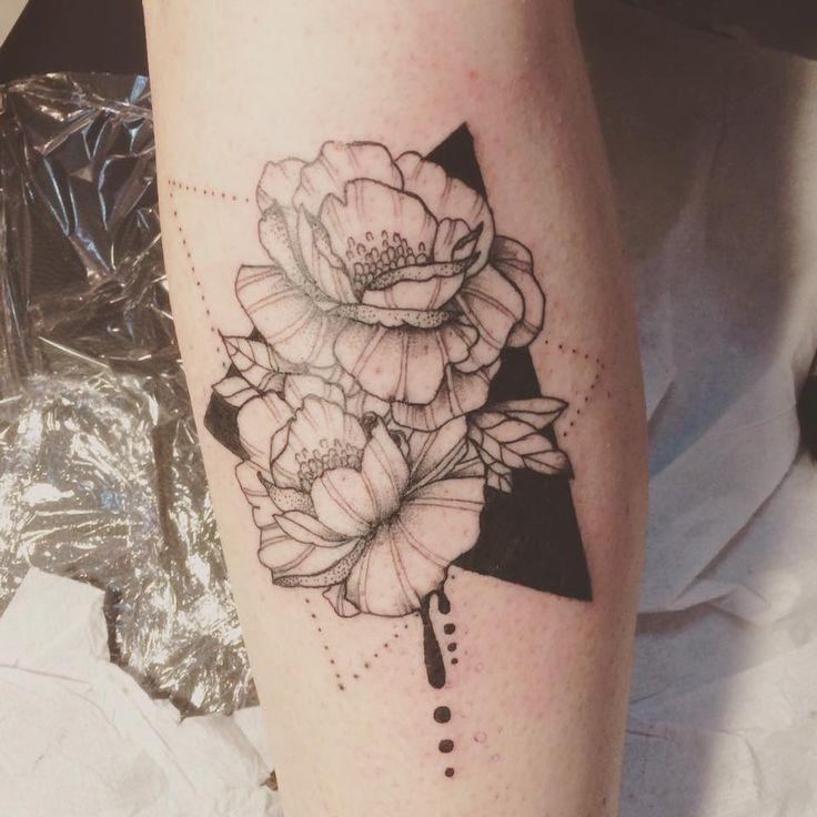 Flowers #flowers #tattoo #illustration #inked #geometry #triangle #madeleinedoll