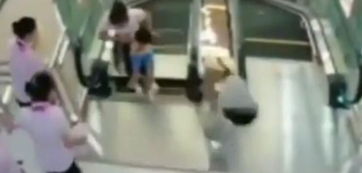 Mujer china muere en escaleras mecánicas - http://www.absolut-china.com/mujer-china-muere-en-escaleras-mecanicas/