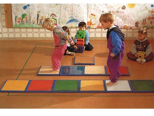 doable  PASILLO DE SENSACIONES PLANTARES - Juegos educativos y juegos de motricidad
