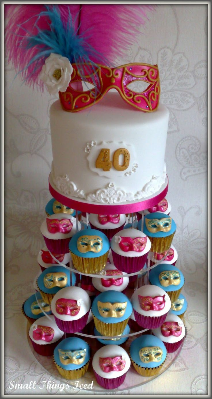 Masquerade cupcakes!....this gives me an idea...I want a masquerade party for my 40 th ! ...;)