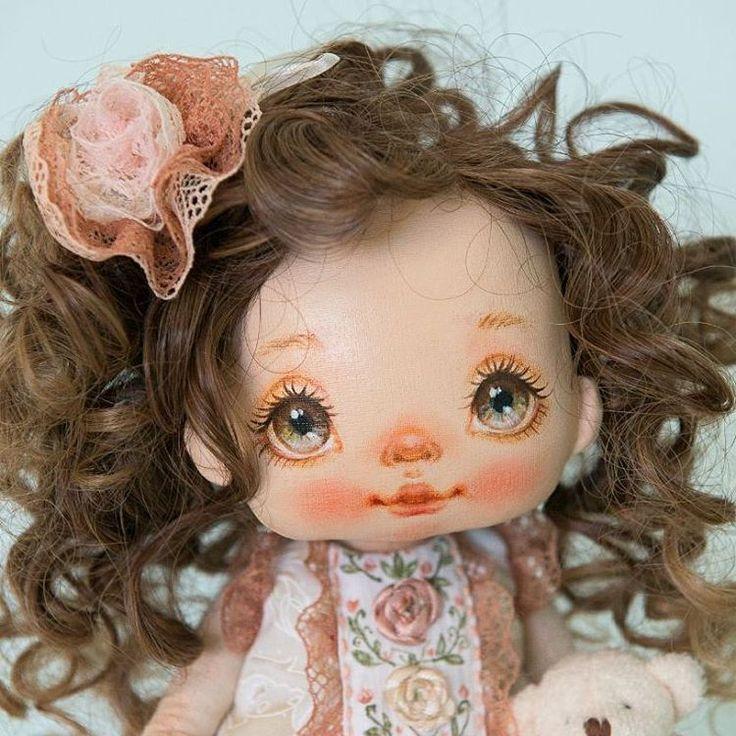 А вот и хозяйка туфелек Малышка свободна. New doll for sale #alicemoonclub #ooak #fabricdolls #handmade #clothdoll #heirloomdoll #cotton #dollsofinstagram #interiordolls #artwork #인형#娃娃 #dollscollector #artdolls #vintage #unique #picoftheday #puppet #dollmaker #etsyseller #like4like #dollstagram #handmadedoll #dollscollection #dollforsale #giftideas #dollfan #softdoll #etsyshop