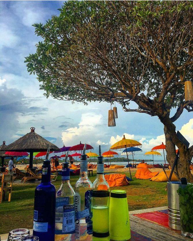Beach Bar Two for One cocktails promo will be completed with Live DJ performance. #beachbar #ayodyabeachbar #mengiatbeach #nusadua