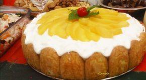 O Pavê de Pêssego é uma sobremesa fácil de fazer, deliciosa e que ainda vai enfeitar a sua mesa. Faça e deixe os seus convidados de queixo caído!