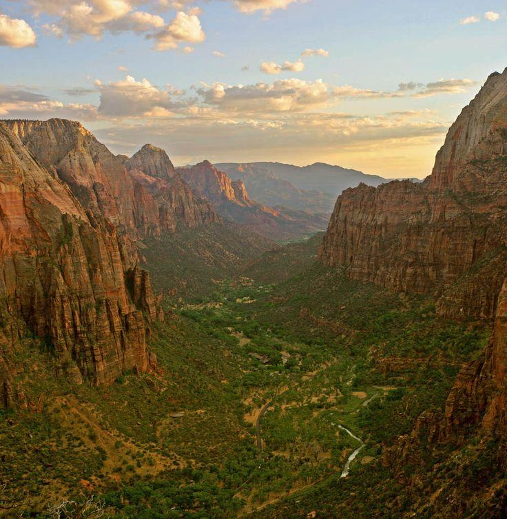 Il Parco nazionale di #Zion è situato nel sud-ovest degli #Stati #Uniti, nello stato dello #Utah.