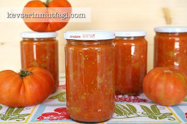 Menemenlik Domates Konservesi Tarifi - Malzemeler : 1 kg yeşil biber, 4 kg domates, 1/2 çay bardağı sıvı yağ, 2 yemek kaşığı tuz.