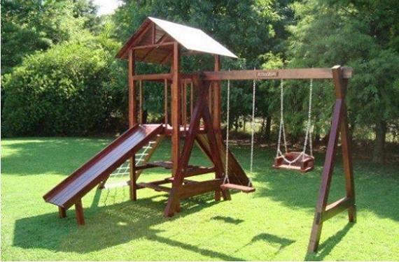 C mo construir un jard n para ni os en el hogar con una zona de juegos donde se pueden for Juegos de jardin para nios en puebla