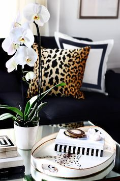 LUXE FAUX FUR - Pillows - Leopard - Black & White - Home Design - Flowers.