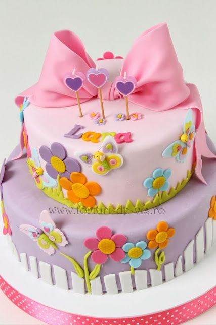 Torturi - Viorica's cakes: Flori si fluturasi pentru Lara