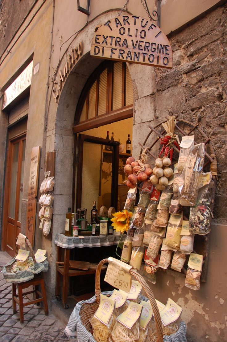 charming gourmet shop in the Umbria region of Italy~Donnine~                                                                                                                                                     Mais