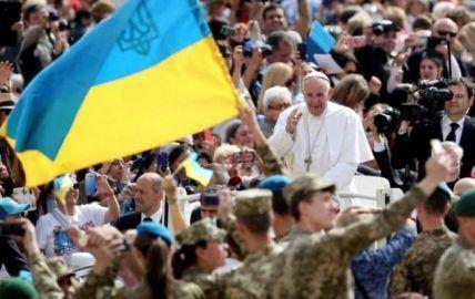 Папа Римский благословил украинских военных http://dneprcity.net/ukraine/papa-rimskij-blagoslovil-ukrainskix-voennyx/  В среду, 25 мая, перед началом общей аудиенции Папа Римский Франциск на площади Святого Петра в Риме поздоровался с военнослужащими, которые принимали участие в военном паломничестве к Люрду, и благословил