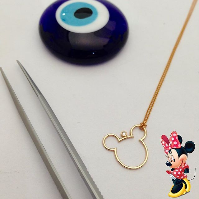 Miki fare kolye... www.mireillecollection.com www.instagram.com/mireillecollection #mireillecollection #mikifare #kolye #pirlanta #miki #mikimouse #mickeymouse #mickey #diamond #trend #fashion #pendant #nişantaşi #istanbul