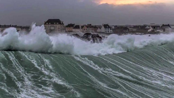 Hier, avec Thierry Leygnac le pilote et Christophe le Potier, mon assistant, qui m'accompagnent depuis 16 ans, nous avons eu le sentiment profond de n'avoir jamais vécu en vol autant d'émotions lors d'une tempête sur nos côtes!   Retrouvez les photos ici en Tirage photo : http://www.photo.plisson.com/consulter/?MotRecherche=%2B%22Petra%22MotRechercheSuggestID=%2B13470MotRechercheSuggestText=%2B%22Petra%22MotRecherche1=%22Petra%22