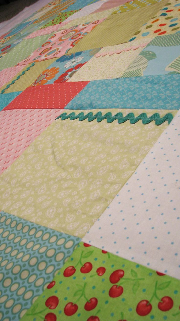 A cheerful quilt made easy with a free fat quarter pattern. Use a sheet for the backing to save ...