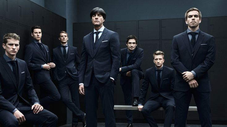 Hugo Boss - Lars Bender, Julian Draxler, Manuel Neuer, Joachim Löw, Mats Hummels, Marco Reus, Philipp Lahm (von links nach rechts)