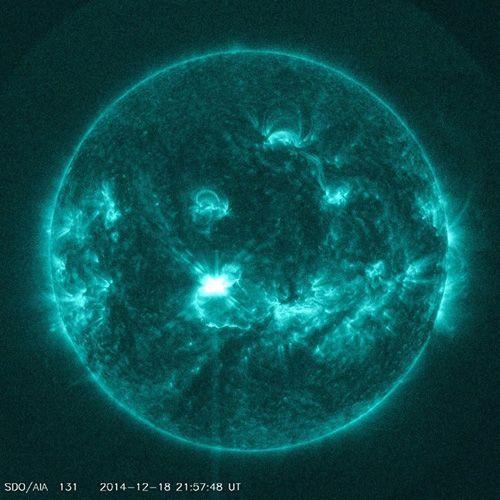 NOAA-Weltraumwetterprognosezentrum erwartet geomagnetische Stürme am Wochenende in Folge von starker Sonneneruptionen  . . . http://grenzwissenschaft-aktuell.blogspot.de/2014/12/noaa-weltraumwetterprognosezentrum.html . . . Abb.: NASA/SDO