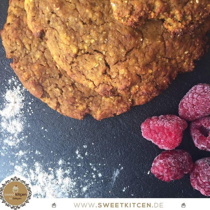Unsere #veganen Süßkartoffel-Pancakes von www.sweetkitcen.de sind ein Gaumenschmaus für alle #Pancake Liebhaber ! Die gibt's sogar im Angebot mit einem Gläschen @Sweetcella_  statt 1180 für nur 1090 Die #Nährwerte von 3 Pancakes liegen bei  407kcal  52g KH  33g EW  56g Fett!  Beeindruckend! Dazu noch köstlich und #clean   Kurz in der Mikrowelle aufwärmen und genießen!   #sweetkitcen #eatingwithoutcheating #SweetkitçenByGökçen #vegan #nosugar #healthy #raspberry #tasty #sweetpotato…