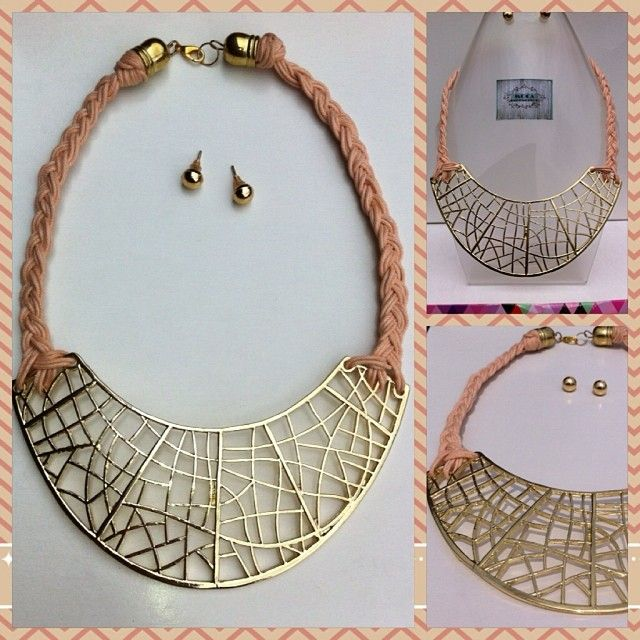 Collar corto Rosa  Ref.C.C070// #design #trend #colombia #madeincolombia #hechoamano #accesoriosdivinos #collar #pectoral