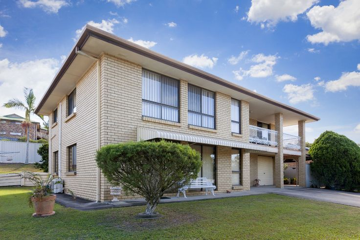 20 Helmsley Court, Carindale 3 Bed 3 Bath 2 Car  http://www.belleproperty.com/buying/QLD/Southside/Carindale/House/43P2684-20-helmsley-court-carindale-qld-4152