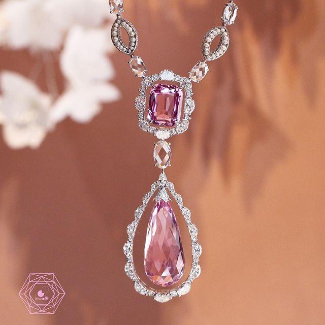 NIRAV MODI Dreaming necklace with diamonds and pink topaz  #biennaledesantiquaires #niravmodi #likeab #paris #biennale2016