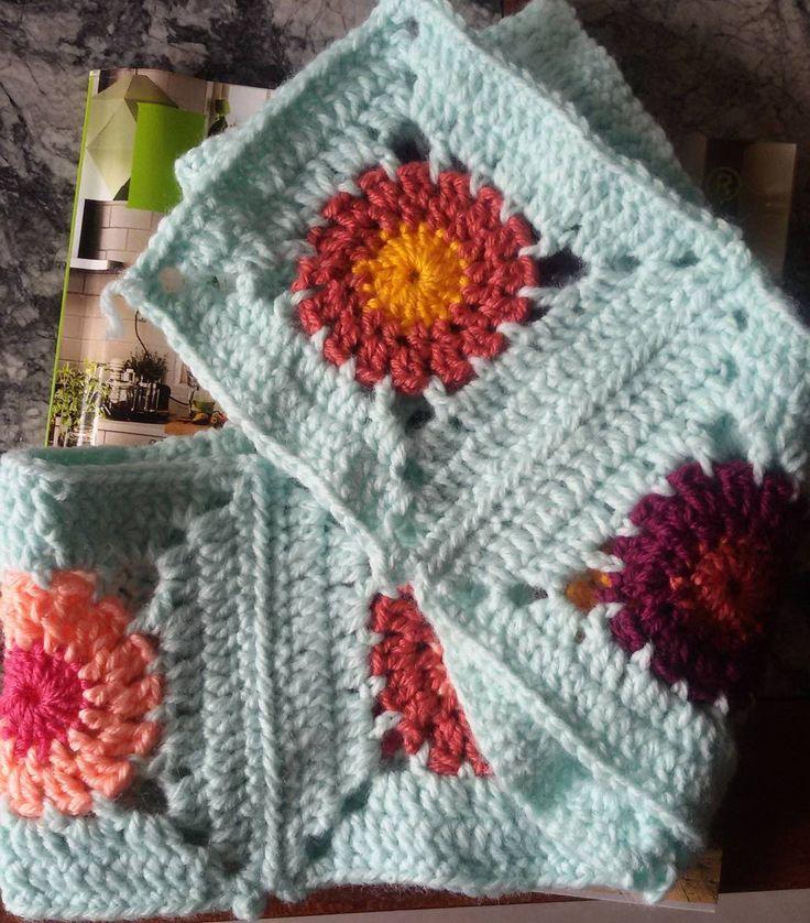 First row  #crochetaddict #crochet #crocheting #crochetlove #crochetcircle #knitpicks #sulam #selimut #jualrajut #rajut #rajutan #rajutindonesia #crochetblanket by regieoww_crochet