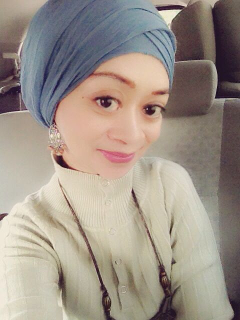 Blue and creamy color never wrong... Going to my busy day #Hijab #Fashion #NiekOcta