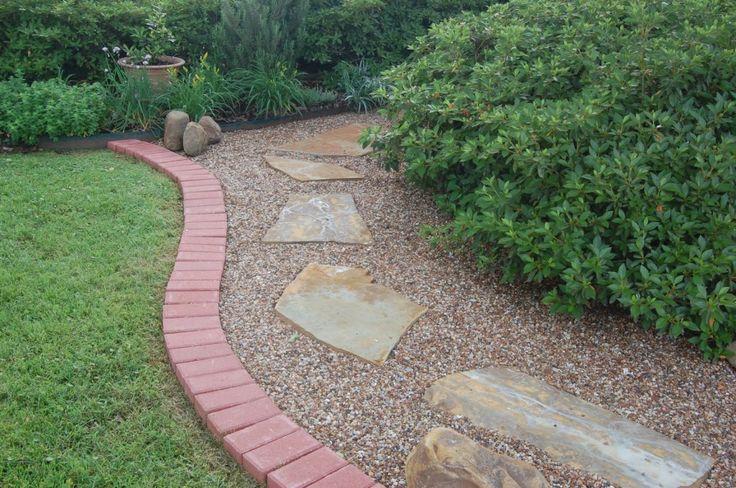 2977219eb0727408d359b8c33c12a7c0 South West Brick Pea Gravel Garden Design on