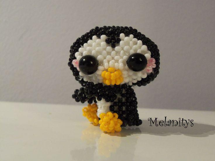 Un pingouin tout mignon! Il vient du livre Miniatures en perles tellement kawaii. #jenfiledesperlesetjassume