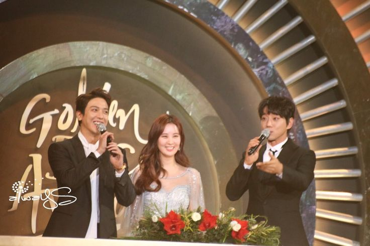 "170113_22 Yongseo. D Day. This reminds me of ""祝两位新人百年好合,早生贵子!"" Look at those shy and flushed faces! [cry die] [cry die]"