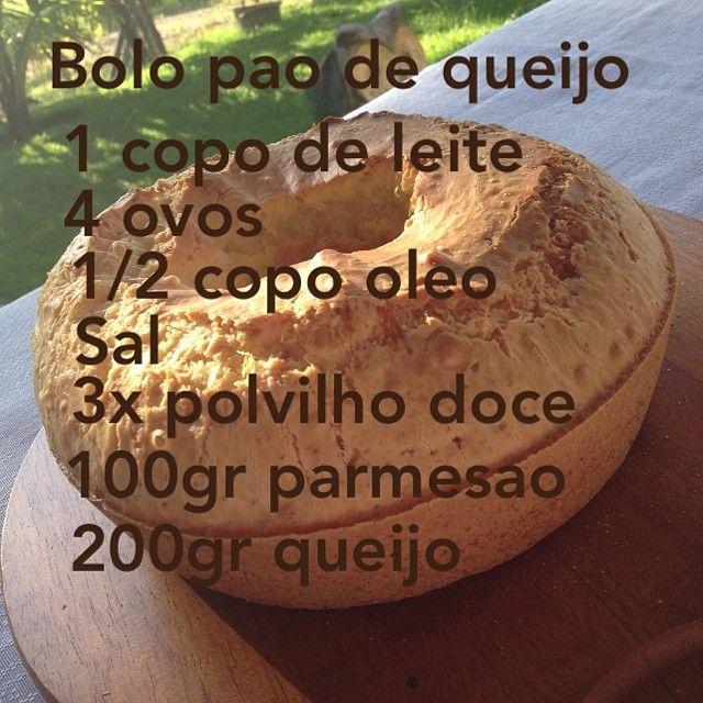 Bolo de pão de queijo @Paula manc manc Pelais: ingredientes acima + 1 colher de sopa de fermento. Coloque no Liqüidificador os líquidos e depois misture numa tigela o polvilho, queijos, fermento e a mistura do liqüidificador.