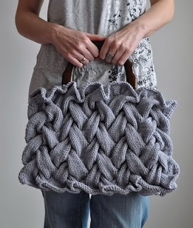 Knitted Handbag. Pretty pretty pretty!