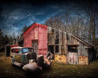 Roten Dodge LKW mit Pritsche in der Prärie in von RandyNyhofPhotos