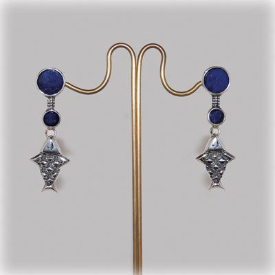 Handmade fishes earrings with lapis lazuli. Made in our workshop.