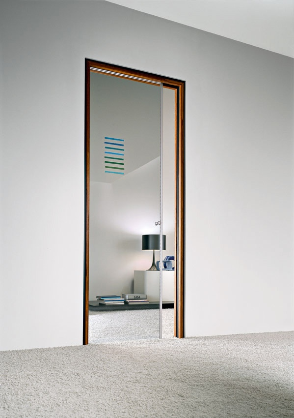 Porta scorrevole a scomparsa vetro trasparente decoro in - Porta scorrevole alluminio ...