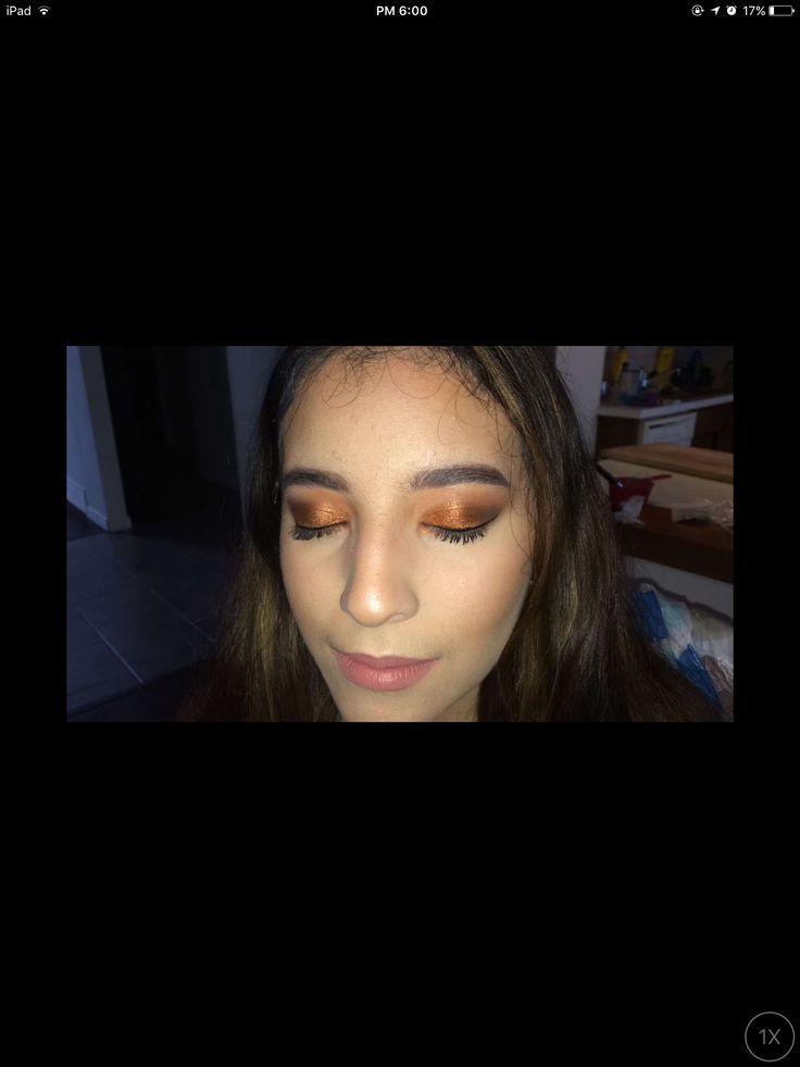 Smokey bronze eyeshadow look