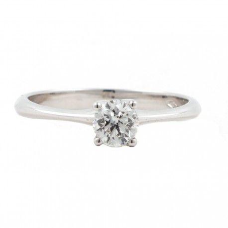 FAN TAS TI CO! Este anillo está hecho en oro blanco de 18 kilates con un diamante de 0,41kts. alicante joyeria marga mira | anillos de compromiso diamante | anillos de compromiso precio | anillos de compromiso alicante | anillos de compromiso oro blanco | joyeriamargamira.com/content/10-anillos-compromiso-alicante | #joyerias #alicante #anillos #wedding #ring #gold #oro #alacant #costablanca #jewellery #diamonds #style #luxury # bodas | https://goo.gl/B7Svro